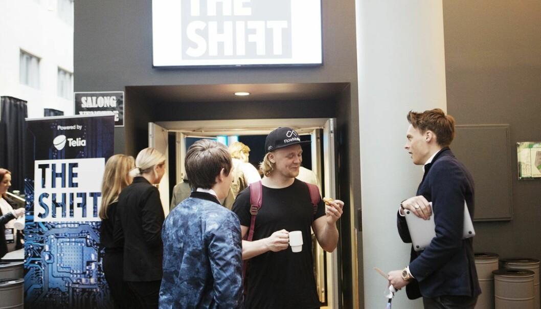 Gustav Witzøe (t.h.) i samtale på The Shift med Didrik Dege Dimmen i FlowMotion og Kristoffer Lande i Gobi (med ryggen til). Foto: Gry Traaen