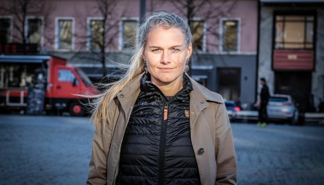Yrja Oftedahl brenner for å løfte frem et bredere spekter av kvinnelige rollemodeller, noe hun selv gjør gjennom podcasten Power Ladies. På litt over tre måneder har den hatt over 40.000 avspillinger.  Foto: Vilde Mebust Erichsen