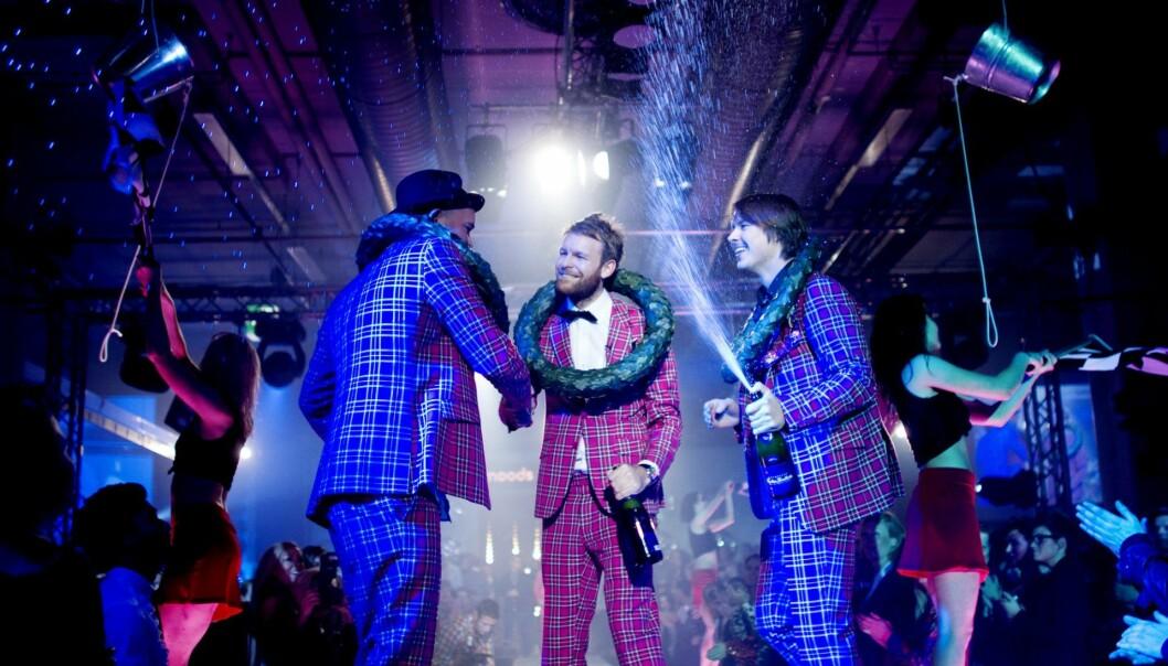 Simen Staalnacke, Peder Børresen og Stefan Dahlkvist takker for seg etter Moods of Norway viste frem sin kolleksjon under Oslo Fashion Week i 2010. Nå er to av dem tech-gründere. Foto: Kyrre Lien / Scanpix