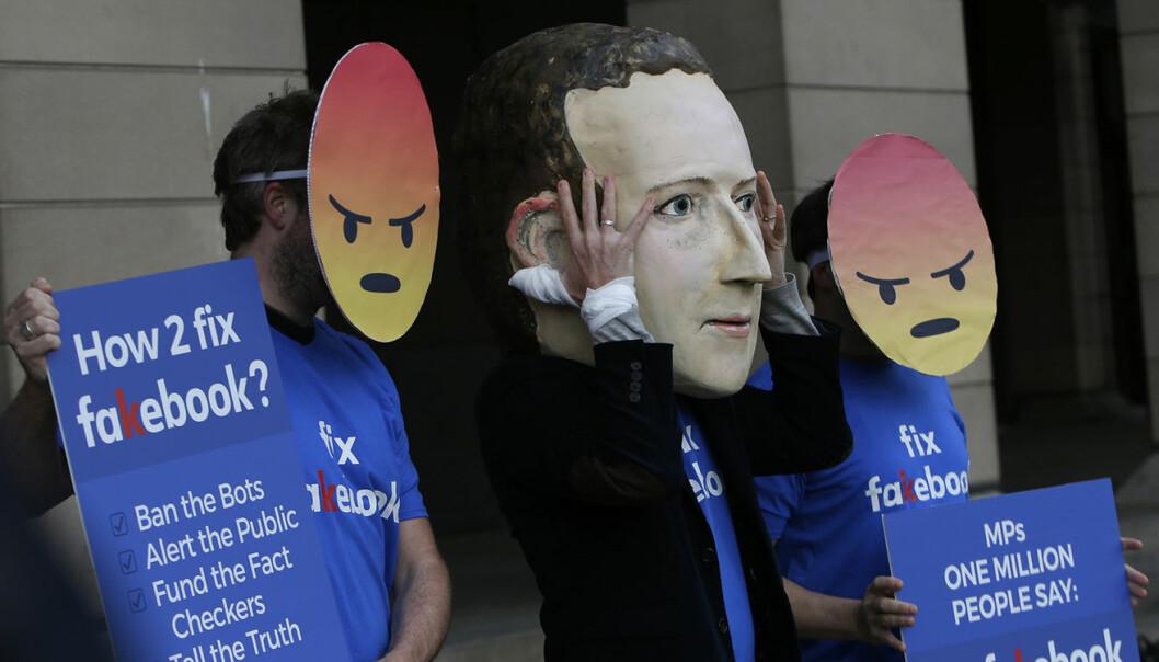 Fra en demonstrasjon mot  Mark Zuckerberg og Facebook, i april 2018. Foto: AP Photo/Alastair Grant