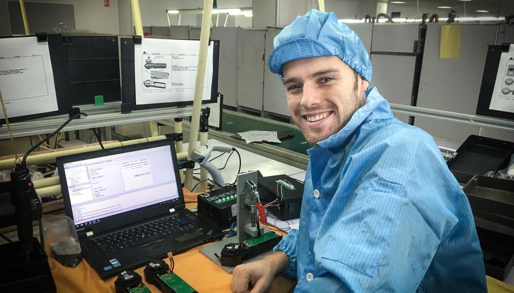 Daglig leder Øivind Aabye i Wiral, under produksjon av kabelkamerateknologien i Kina.