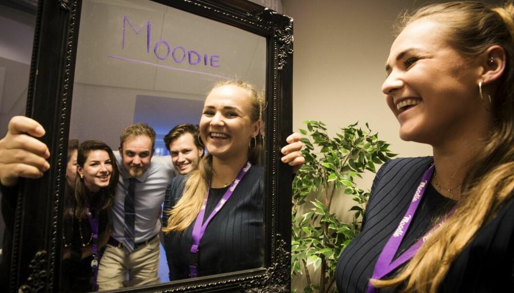 Fanny Ødegård (t.h.) og deler av hennes team i Moodie. Fra venstre: Dovile Daskeviciute, Gediminas Meskauskas   og Herman Bøgeberg. Foto: Per-Ivar Nikolaisen