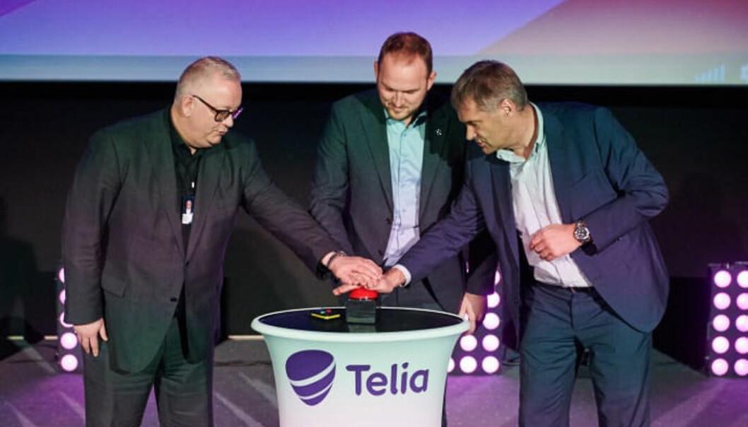 Ivar Halstvedt fra ODEON Kino AS, samferdselsmininister Jon Georg Dale og Telia Norges Abraham Foss teller ned til premieren på Norges første 5G-kino. Foto: Telia