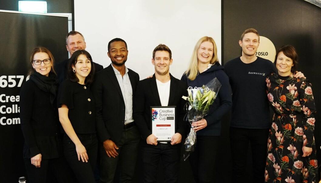 Juryen sammen med vinnerne Matthew Smalley og Marie Jacobsen Lauvås (nummer 5 og 6 fra venstre). Foto: Presse