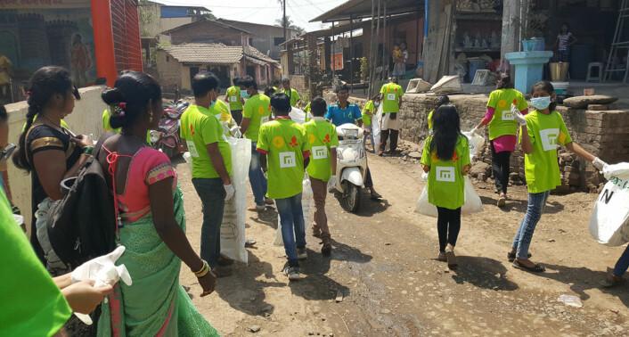 Bilde fra søppelryddingen utdanningstiltaket Indias Barn deltok i sammen med Empower. Foto: Carl Nesset