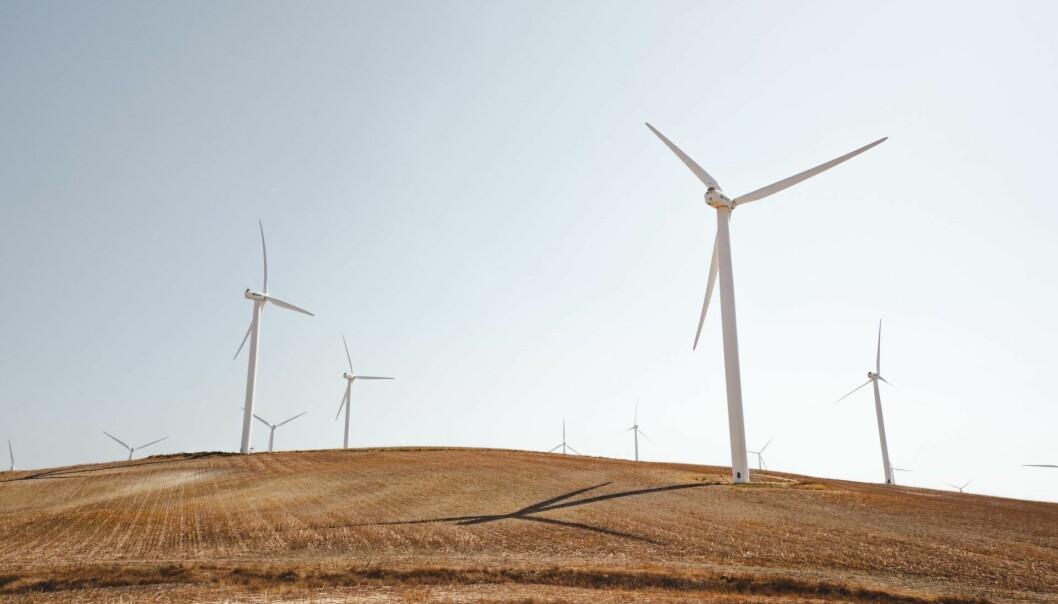 Vindkraft skal etter planen brukes til å skaffe energi til en svær batterifabrikk i Rana kommune. Men det er fortsatt langt fram til planene blir en realitet. Illustrasjonsfoto: Unsplash