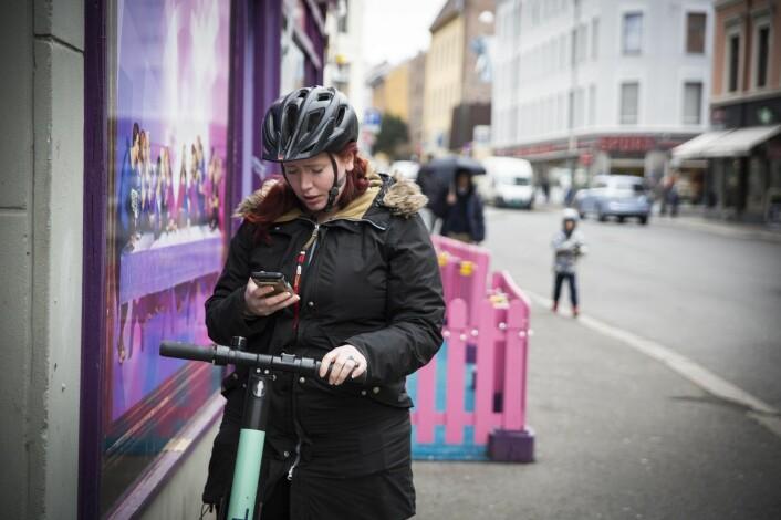 Shifters journalist Torill Hovd Henriksen har reist på kryss og tvers av hovedstaden for å teste sparkesykler. Foto: Per-Ivar Nikolaisen