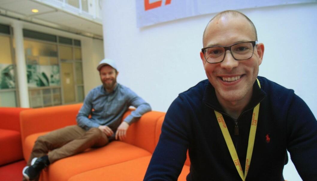 ANALYSEGRÜNDERE: Ariel Fischer (i forgrunnen) og Henrik Eikeland mener de har funnet et hull i dataanalysemarkedet. Foto: Lucas H. Weldeghebriel
