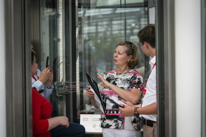 Utenlandssjef i Vipps, Berit Svendsen, var med opp i heisen på Tjuvholmen. Foto: Torill Henriksen.