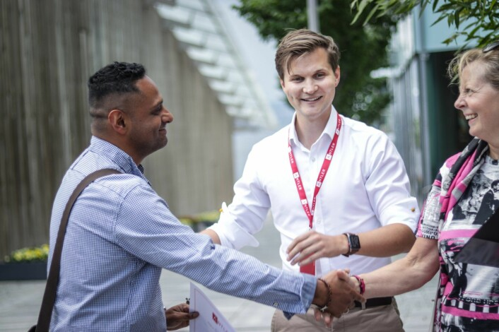 Elevator pitch-vinner Miguel Silva sammen med Fritjof Berge i Antler og dommer Berit Svendsen, utenlandssjef i Vipps. Foto: Torill Henriksen