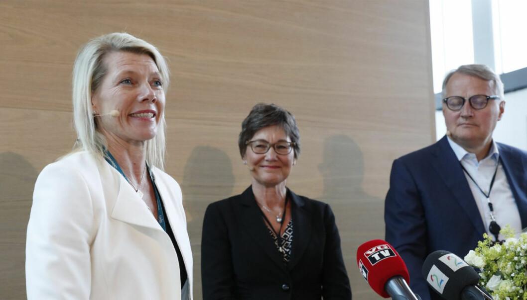 Kjerstin Braathen overtar som ny konsernsjef i DNB etter Rune Bjerke. I midten styreleder Olaug Svarva. Foto: Terje Bendiksby / NTB scanpix