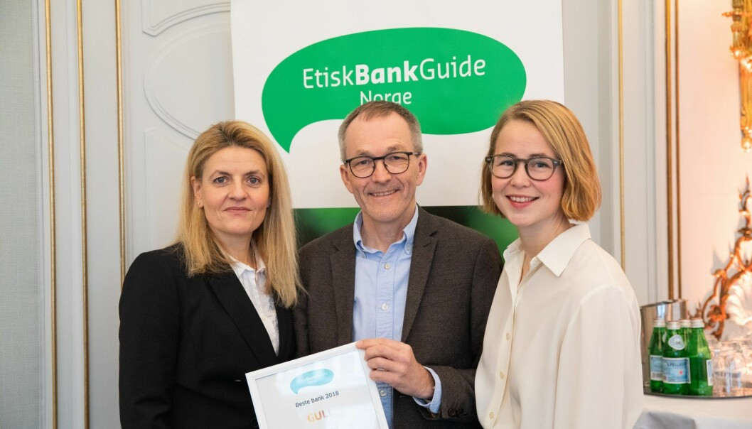 For tredje år på rad stakk Cultura Bank av med seieren som Norges mest etiske bank. Her fra  prisutdeling i januar 2019. Fra venstre: Inger Lise Blyverket, direktør i Forbrukerrådet, Kjell Fredrik Løvold, banksjef i Cultura Bank og Anja Bakken Riise, leder for Framtiden i våre hender.