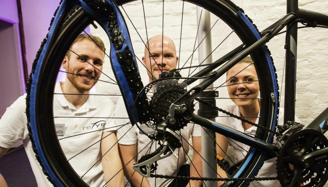 Paul Magne Amundsen, Sigmund Andenes og daværende markedssjef Elise Landsem da Retyre deltok i Angel Challenge-konkurransen.