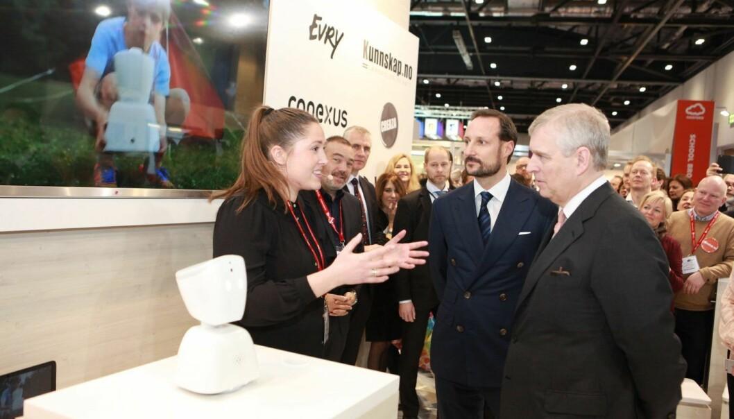Anna Holm Heide i samtale med Kronprinsen og prins Andrew.