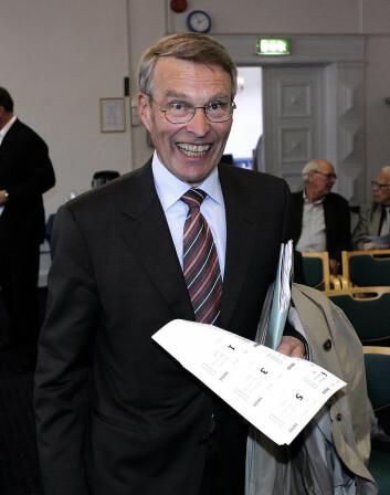 Et eldre bilde av Erik Must under en generalforsamling hos Gyldendal.<br />Foto: Knut Falch / SCANPIX