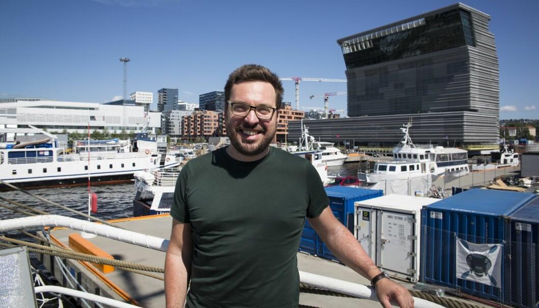 """Carl """"Calle"""" Christensen i Spacemaker ombord på Shifters """"Sommerbåt"""", som dette året er """"Entrepreneurship""""-medlemmet Christian Radich. Foto: Per-Ivar Nikolaisen"""