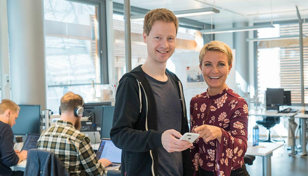 Kristian Collin Berge er daglig leder i Edtech Foundry. Her sammen med Nina Ronæs, en av underviserne på BI som tester chatbots i undervisningen sin.