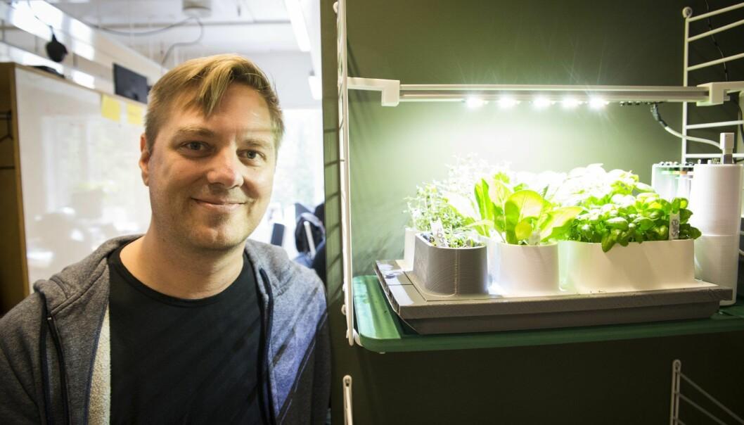 Marius Aabel foran en av de første prototypene av Auk-systemet. Foto: Per-Ivar Nikolaisen