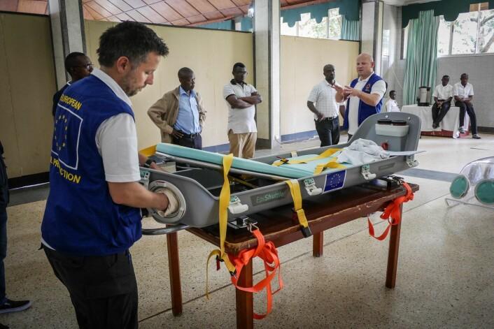 Den norskutviklede isolasjonskuvøsen Epishuttle er nå på plass i Afrika, der gir den ekstra trygghet for helsepersonell som forsøker å få kontroll med den nest største ebolaepidemien noensinne.