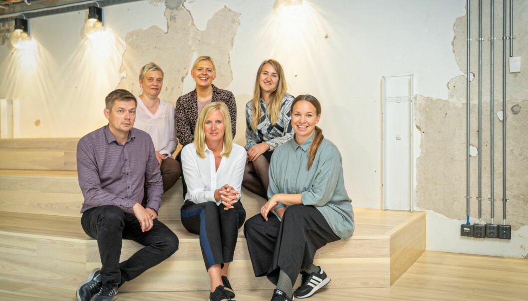 "Ferd SE lanserer ny nordisk satsing på ""sosiale startups"". Øverste rad fra venstre: Anna-Maija Aalto (Sitra), Stine Lomholt (Den Sociale Kapitalfond), Karin Frölander (Impact StartUp Norge) Nederste rad fra venstre: Kimmo Lipponen (Arvoliitto), Jenny Carenco (Prosper), Marte Sootholtet (Impact StartUp Norge)."