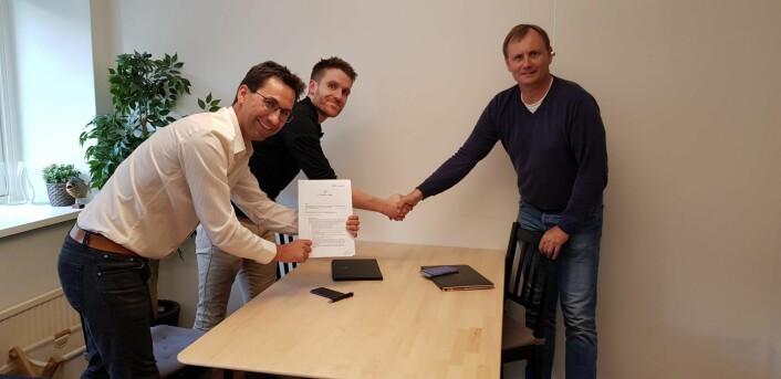 Fra venstre: Daglig leder i morselskapet Jørn Lein-Mathisen, med påtroppende daglig leder i Stay.Plus, Klaus Hjermann, sammen med styreleder Tore Hofstad. Foto: Privat