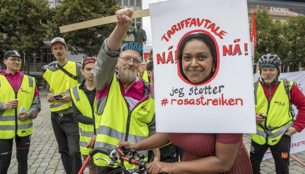 Foodora streiker etter at selskapet og Fellesforbundet ikke klarte å bli enige om en tariffavtale. Varaordfører i Oslo, Kamzy Gunaratnam, besøkte de streikende på Youngstorget.  Illustrasjonsfoto: Ole Berg-Rusten / NTB scanpix