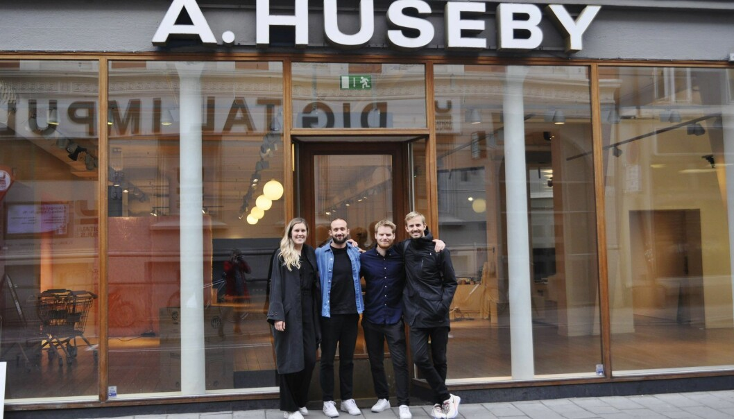 Nå inntar Mesh-gjengen Youngstorget. Amanda Elf (f.v), Chris Skahjem, Sondre Lie Hauger og Anders Mjåset. Foto: Kine Torp Ellingsen