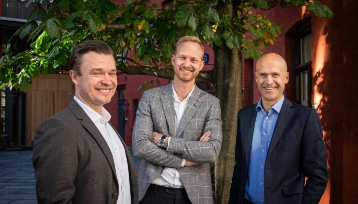 Fra venstre: Herman Sjøberg (CCO i Optin Bank), Christian Aandalen (kommersiell direktør i Fair Group) og Harald Dahl-Pedersen (CEO i Optin Bank). Arkivfoto: Vilde Mebust Erichsen