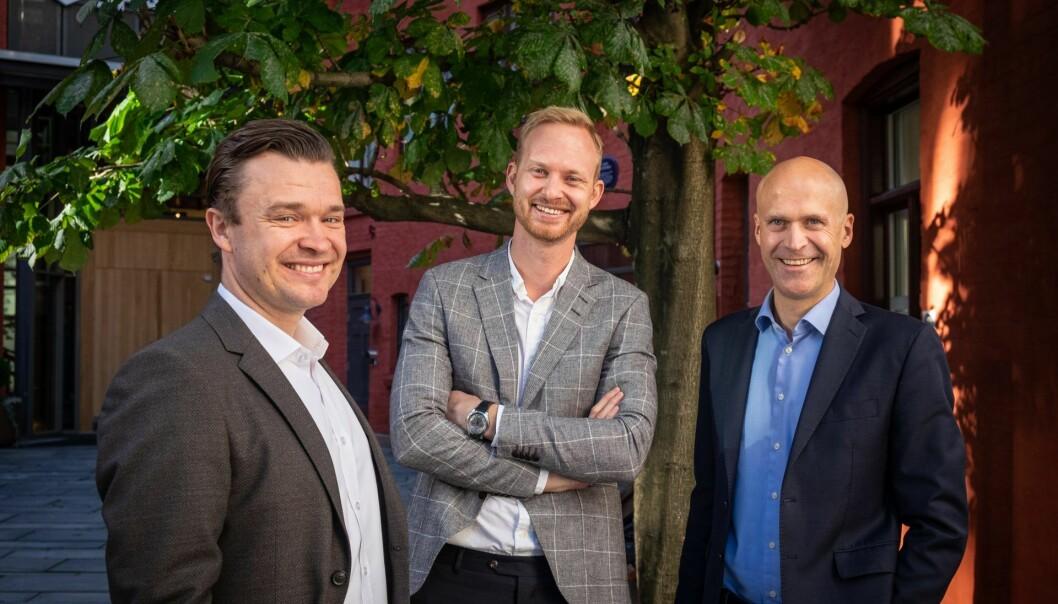 Fra venstre: Herman Sjøberg (CCO i Optin Bank), Christian Aandalen (kommersiell direktør i Fair Group) og Harald Dahl-Pedersen (CEO i Optin Bank). Foto: Vilde Mebust Erichsen