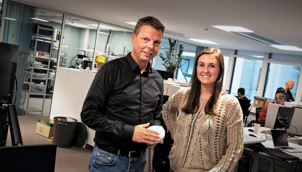 CEO i Airthings, Øyvind Birkenes, og leder for praktikant-programmet Lauren Alkire. Foto: Torill Henriksen