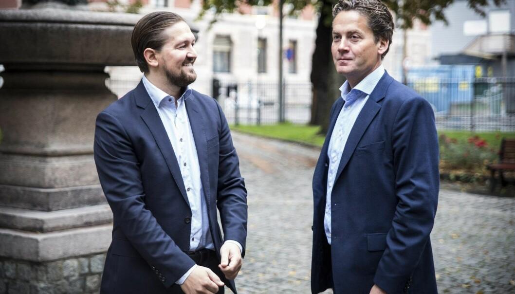 Daglig leder Åsmund Furuseth og styreleder Eilert Hanoa i Kahoot etter børsnotering. Foto: Per-Ivar Nikolaisen