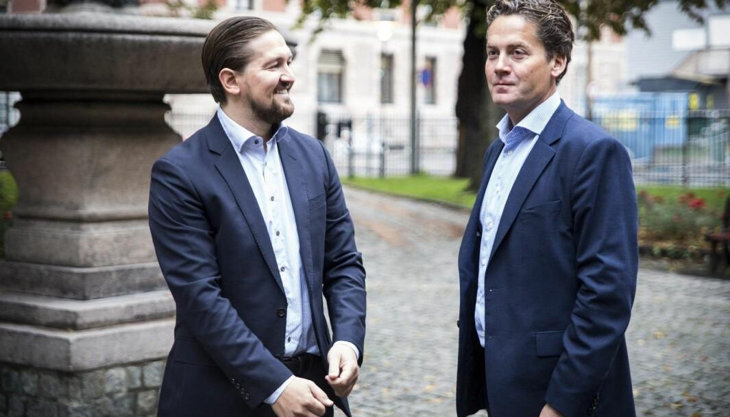 Daglig leder Åsmund Furuseth og styreleder Eilert Hanoa i Kahoot etter børsnotering.