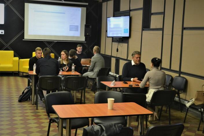Speed-dating mellom norske selskaper og ukrainske it-tilbydere på iHub i Kiev.