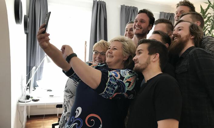 Erna Solberg og Trine Skei Grande besøkte Gobi-huset i valgkampen 2017. Foto: Privat