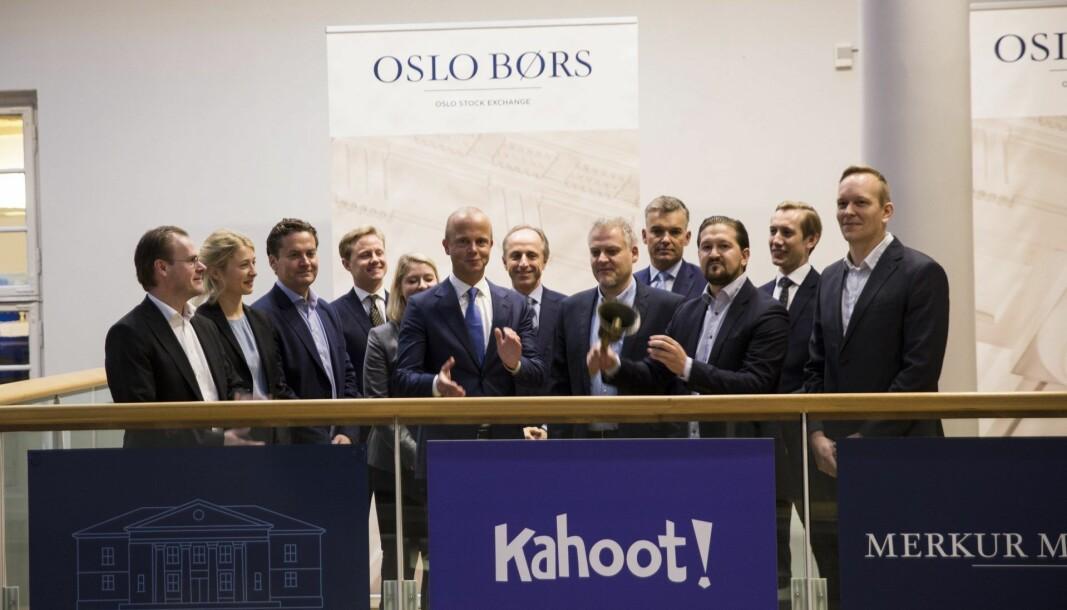 Daværende daglig leder Åsmund Furuseth i Kahoot ringer i bjella på Oslo Børs torsdag 10. oktober 2019, da selskapet ble notert på Merkur Market (nå Euronext Growth Oslo).