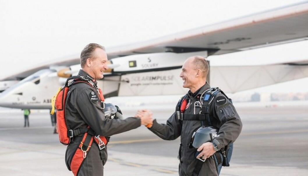 Andre Borschberg (t.v.) og Bertrand Piccard har gjort noe flyprodusenter og mange andre ikke trodde var mulig.