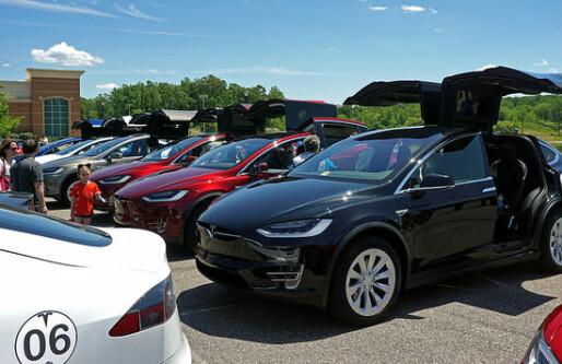Tesla sliter med å levere nok biler