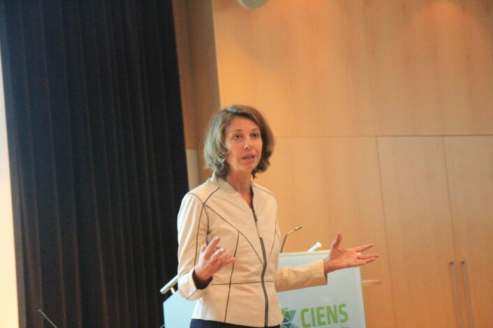 Silvija Seres, matematiker, tech-hode og investor, mener kvinner bør stikke seg litt mer frem.