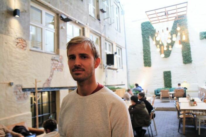 Anders Mjåseth, daglig leder og gründer av Mesh, i den gamle bakgården. Nå får selskapet nye uteområder på Youngstorget.