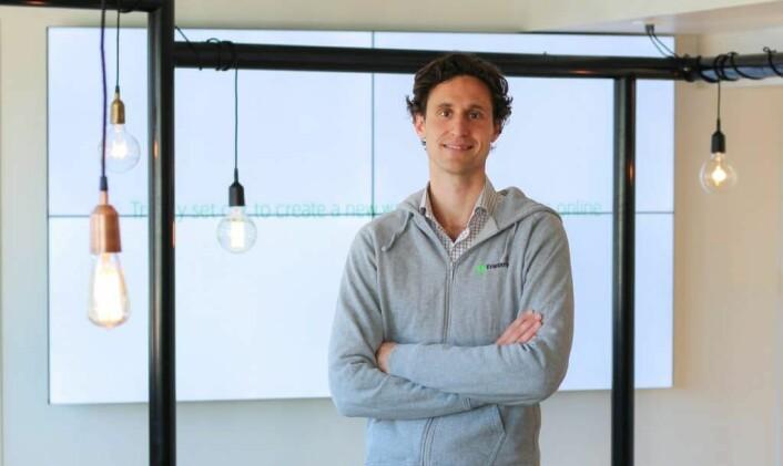 Oscar Berglund er administrerende direktør for den svenske fintech-selskapet som har klaget flere norske bankaktører inn for Esa. Foto: Trustly