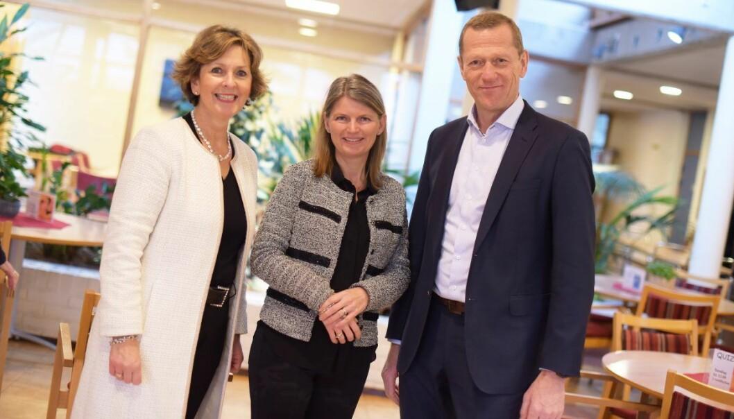 Ordfører i Bærum Lisbeth Hammer Krog, ordfører i Asker Lene Conradi og leder av Telenor bedrift Ove Fredheim. Foto: Martin Fjellanger