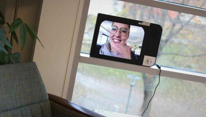 I tillegg til å laste inn bilder i et digitalt fotoalbum, kan familier bruker Komp til videochat. Foto: Torill Henriksen
