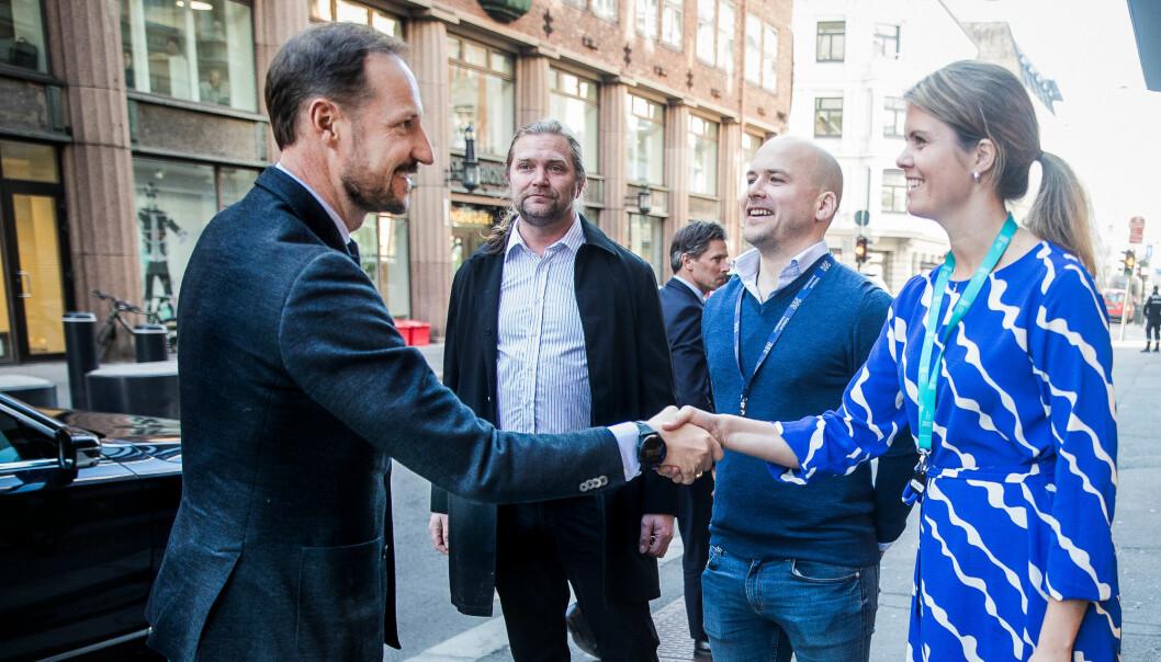Katapult Ocean har investert i 12 nye selskaper. Her fra et besøk av kronprins Haakon tidligere i år. Fra høyre: Katapult Ocean-leder Maren Hjorth Bauer, Haakon Brunell og Tharald Nustad. Foto: Terje Pedersen / NTB scanpix
