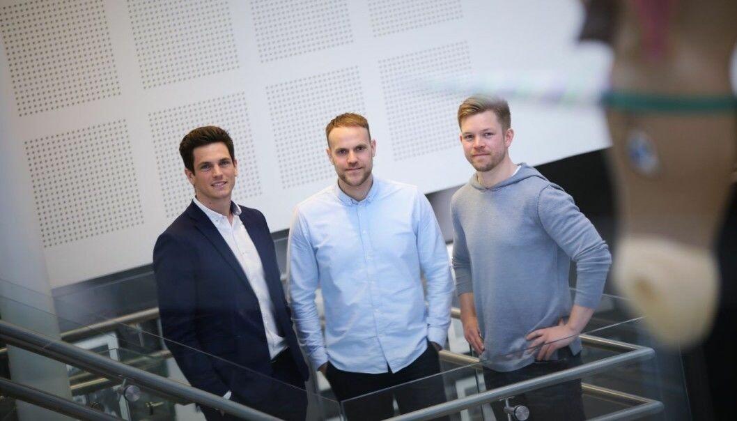 NETTBIL: (fra venstre) Antoine Thebault (Direktør forretningsutvikling i Aller Media), Anders Espelund (gründer og daglig leder i Nettbil) og Eirik Thorsen (medgründer i Nettbil). Arkivfoto: Lucas Weldeghebriel