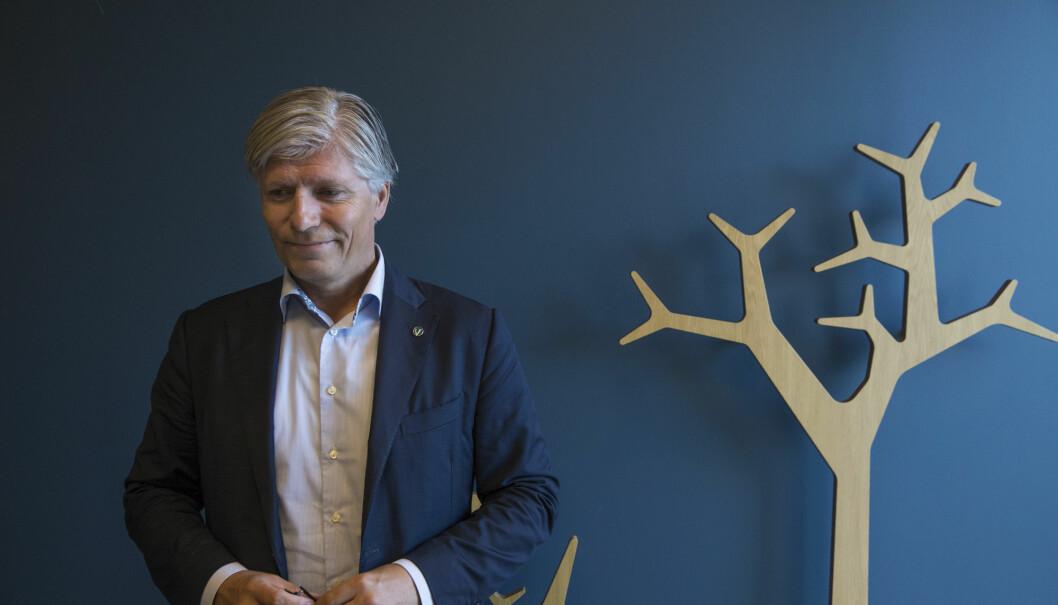 Klima- og miljøminister Ola Elvestuen deler ut penger for å kutte utslipp fra hurtigbåter langs hele kysten. Foto: Berg-Rusten, Ole / NTB scanpix