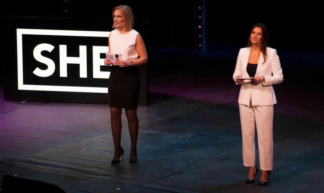 SHE Community-gründer Heidi Aven (til høyre) fra en tidligere SHE-konferanse. Selskapet har nylig anklaget DNB for å ha kopiert deres navn og deler av konseptet, i bankens kampanje #Huninvesterer.