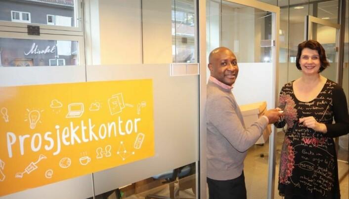 Gründer Ateh Atabong ble den heldige som fikk disponere gratis prosjektkontor i 3 måneder hos Etablerertjenesten Nedre Romerike.
