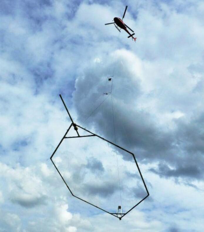 Med helipoter og en gigantisk elektromagnetisk skanner har teamet hentet ut informasjon om grunnforholdene. Nå er planen å krympe utstyret til en drone som gjør det samme.