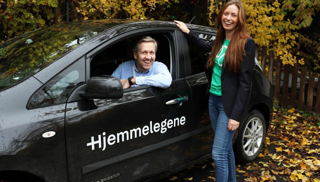 Nicolai Skarsgård (t.v) er daglig leder i Hjemmelegene. Her er han sammen med Marie Moxnes Harfjeld, som er markedssjef i Monner.