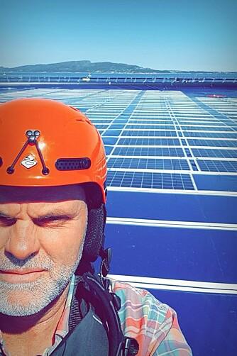 Børge Bjørneklett på Ocean Suns anlegg utenfor Austevoll, sørvest for Bergen. Foto: Ocean Sun.
